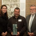 BioNB a remis le Prix de réalisations en biosciences à Laforge Bioenvironmental, le vendredi 2 octobre. De gauche à droite: Meaghan Seagrave, directrice exécutive actuelle de BioNB; ; Rock LaForge,  propriétaire de LaForge Bioenvironmental; et Dr. Greg Kealey, Président du conseil d'administration de BioNB.
