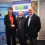 De gauche à droite : Meaghan Seagrave, directrice exécutive actuelle de BioNB; Dr Laurent Bernier, premier directeur exécutif de BioNB et vice-président à la conformité et à la PI chez BioAmber; et John Argall, directeur exécutif de BioNB 1999 à 2013 21 février 2014 February 21, 2014